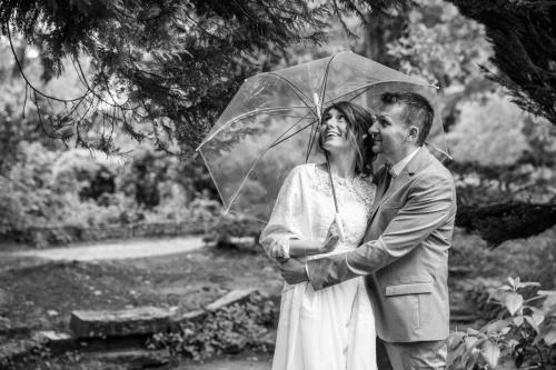 mariage_couple_parapluie